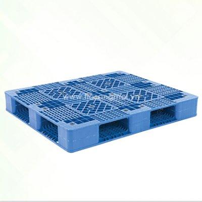 Pallet nhựa P2-4